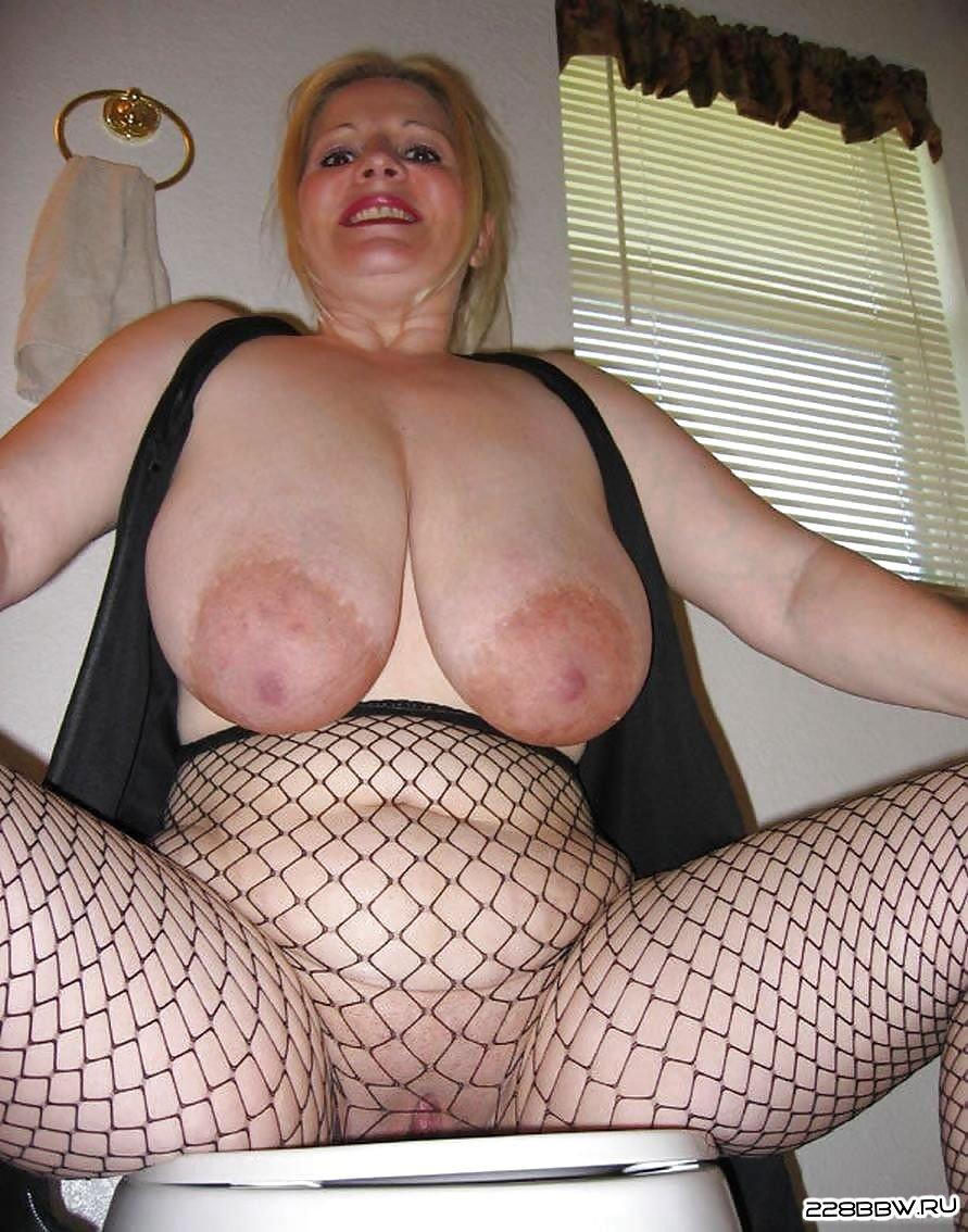 Фото gigantic tits mature 28 фотография