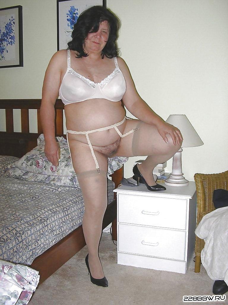 фото бабуля показала свою пизду эро.
